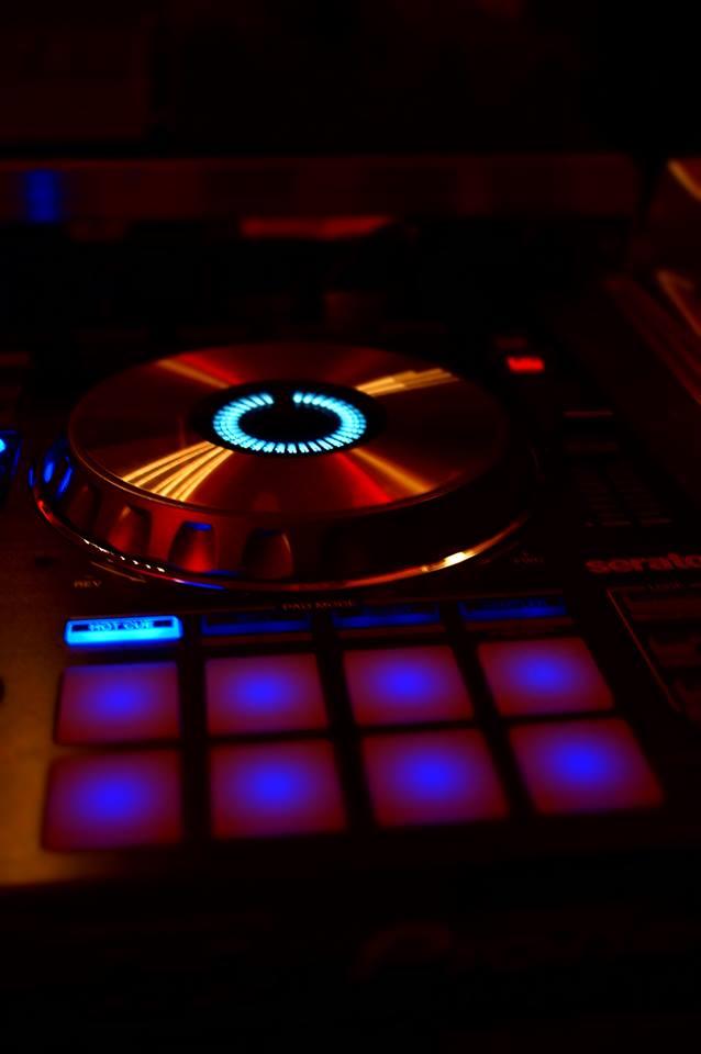 professionelle DJ Technik im Einsatz